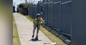 Berniukas klykė iš siaubo: vidury baltos dienos buvo užpultas (nuotr. stop kadras)