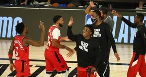 NBA čempionai keliauja toliau. (nuotr. SCANPIX)