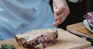 """Steikas su saldžiarūgščiai keptomis morkytėmis (nuotr. Dovilė Ramaškaitė, """"Lamaistas.lt"""")"""