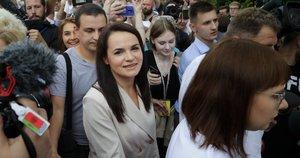 Tichanovskaja paskelbė laikanti save Baltarusijos prezidento rinkimų nugalėtoja (nuotr. SCANPIX)