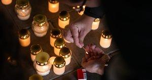 Visuomenė pagerbia nusižudžiusio gydytojo atminimą (nuotr. Fotodiena/Justino Auškelio)