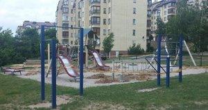 Griaunama vaikų žaidimų aikštelė Naujininkuose (nuotr. skaitytojo)