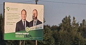 Šakių rajone vandalai ištepliojo Surplio ir Skvernelio plakatą: paliko niekinantį užrašą (nuotr. facebook.com)