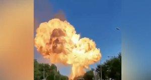 Rusijoje nugriaudėjo galingas sprogimas – sprogo degalinė, yra sužeistų (nuotr. stop kadras)