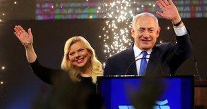 Izraelio premjeras Benjaminas Netanyahu kartu su žmona Sara (nuotr. SCANPIX)