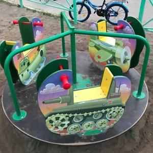 """Tankai ir naikintuvai: Rusijoje vaikams įrengė """"patriotinę"""" žaidimų aikštelę"""