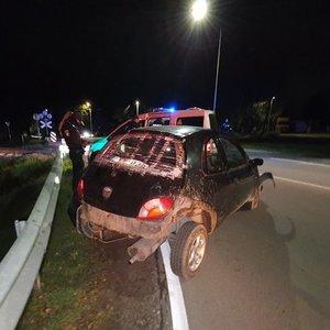 Vilniuje girtų jaunuolių automobilis pervažoje užstrigo ant bėgių