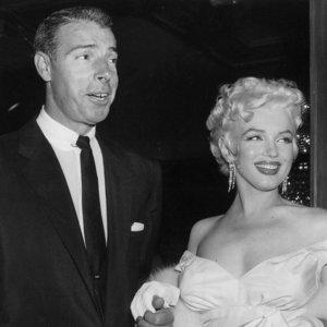 Siaubingos paslaptys, gaubusios Monroe gyvenimą: smurtas, patyčios ir pirmoji santuoka, kai buvo tik paauglė