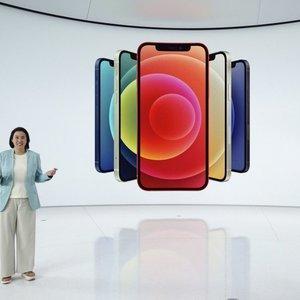 """""""Apple"""" pristatė naujuosius """"iPhone 12"""": jau pasiruošta ir 5G ryšiui"""