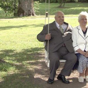 Burbiškio dvare – auksinių vestuvių meilės šventė:sugūžėjo ilgai kartu nugyvenusios poros