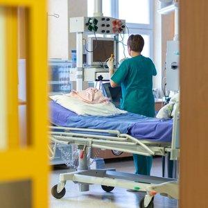 """Artėjama prie """"raudonos ribos"""": kaip šiuo metu dirba penkios COVID-19 ligoninės Lietuvoje"""