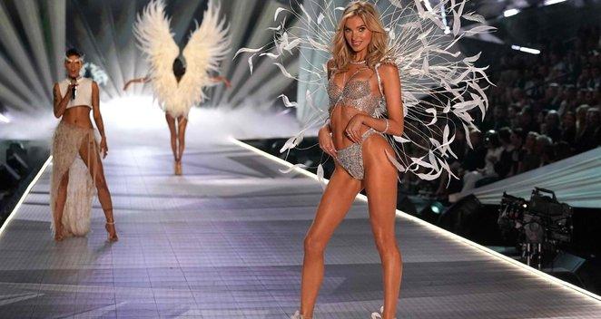 """Garsusis """"Victoria Secret"""" modelis laukiasi pirmagimio: įsiamžino nuoga"""