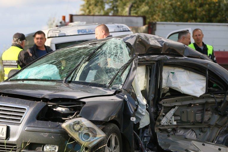 Avarija Vilniaus rajone – 2 žuvo po susidūrimo su sunkvežimiu (nuotr. Broniaus Jablonsko)