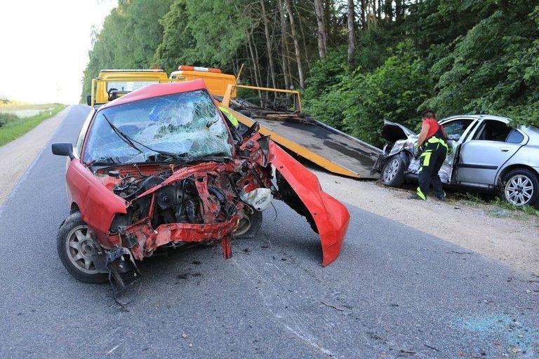 Avarija Šalčininkų rajone: netoli Eišiškių susidūrus dviem automobiliams žuvo vienas vairuotojas (nuotr. Broniaus Jablonsko)