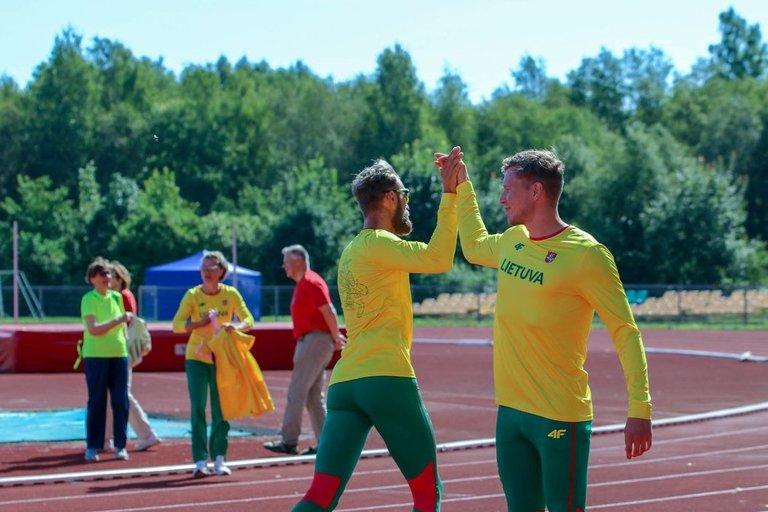 Paralimpiečiai mes iššūkį Lietuvos lengvosios atletikos žvaigždėms. (nuotr. Organizatorių)