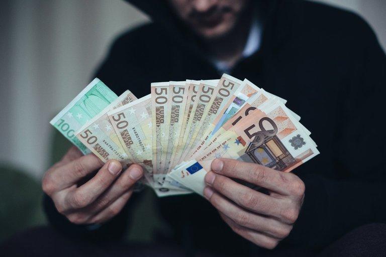 Pinigai Andrius Ufartas/Fotobankas