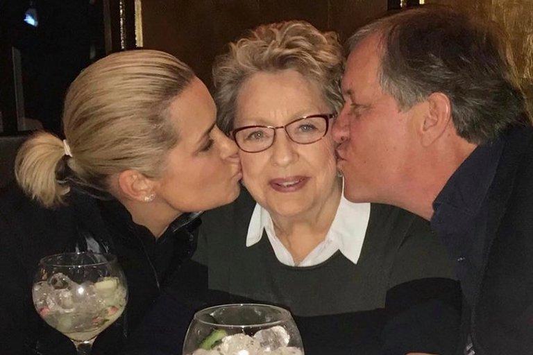 Yolanda Hadid  su motina (nuotr. Instagram)