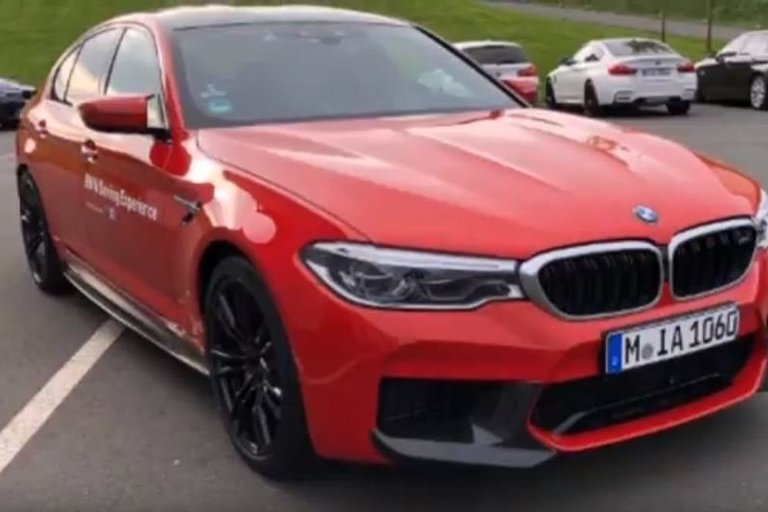 BMW M5 (asociatyvi nuotr. stop kadras)