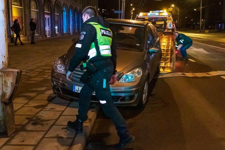 """""""Mercedes-Benz"""" vairuotoja įpūtė 2,27 prom. (nuotr. Broniaus Jablonsko)"""