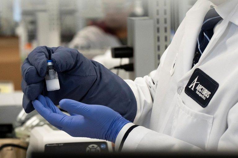 Kaip įveikti pasaulį sukausčiusį koronavirusą: vienas iš siūlomų būdų siekia net XIX amžių (nuotr. SCANPIX)
