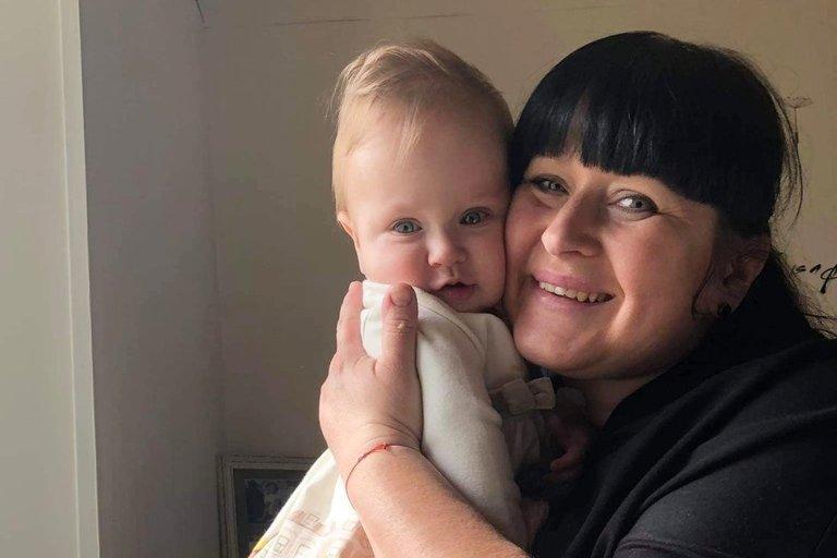Orintos Kerbelienės dukrelė Airinė turi trapių kaulų sindromą.(ten, kur su mama) (nuotr. asm. archyvo)