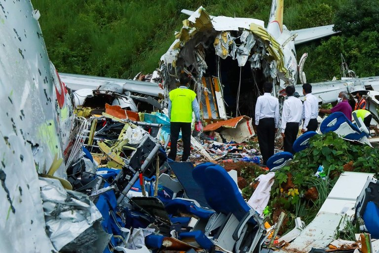 """Air India Express"" lėktuvo katastrofa (nuotr. SCANPIX)"