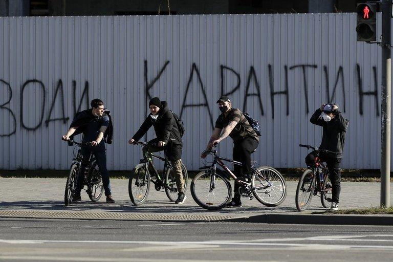 Minskas, užrašas ant sienos skelbia: Įvesk karantiną (nuotr. SCANPIX)