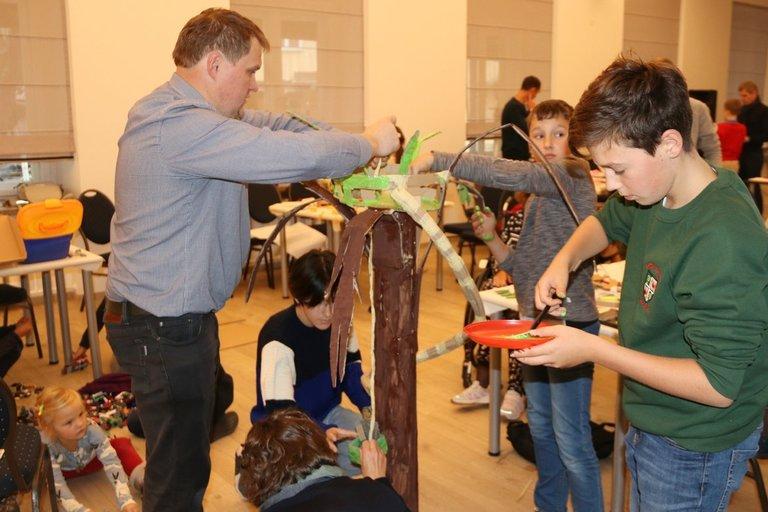 """Kartu kuriančių šeimų bendruomenė """"Lituanica X"""" organizavo inovacijų dirbtuves """"Judėjimo apribojimai – ne kliūtis žaisti"""". Sigitos Inčiūrienės nuotr."""