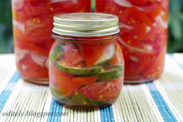 Pomidorų ir agurkų marinatas žiemai (Nuotr. Oditėlės blogas)