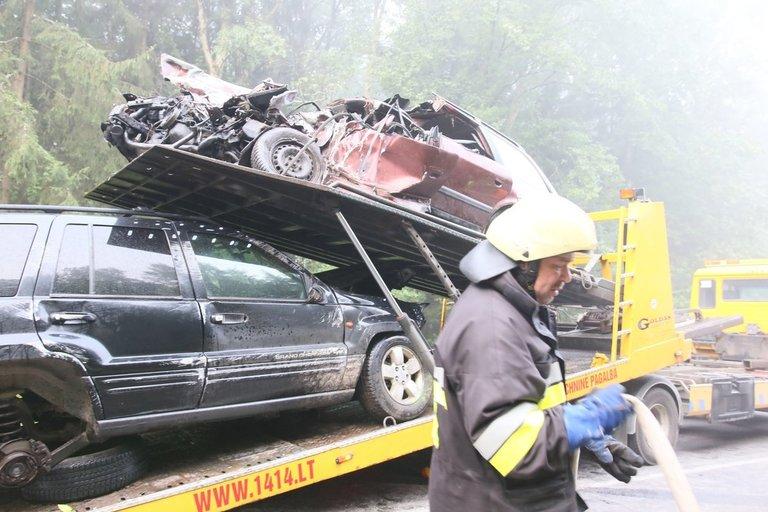 """Kelyje Rudamina–Turgeliai susidūrė """"Jeep ir """"Audi"""", žuvo pastarojo automobilio vairuotojas ir keleivis"""