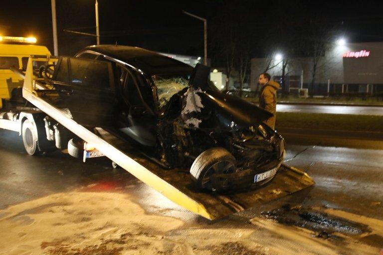 Antradienio vakarą Vilniuje BMW rėžėsi į troleibusą (nuotr. TV3)