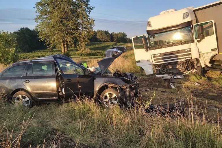 Tragiškas sekmadienio vakaras Radviliškio rajone: avarijoje žuvo 2 žmonės (nuotr. tv3.lt)