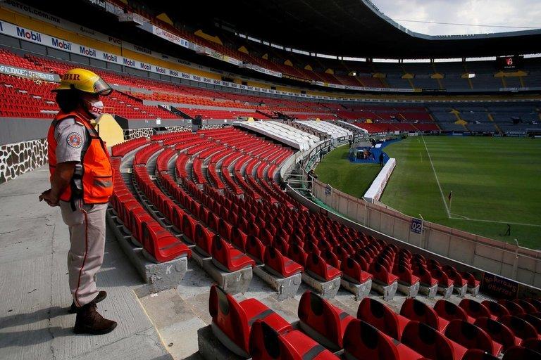 Tuščias futbolo stadionas (nuotr. SCANPIX)