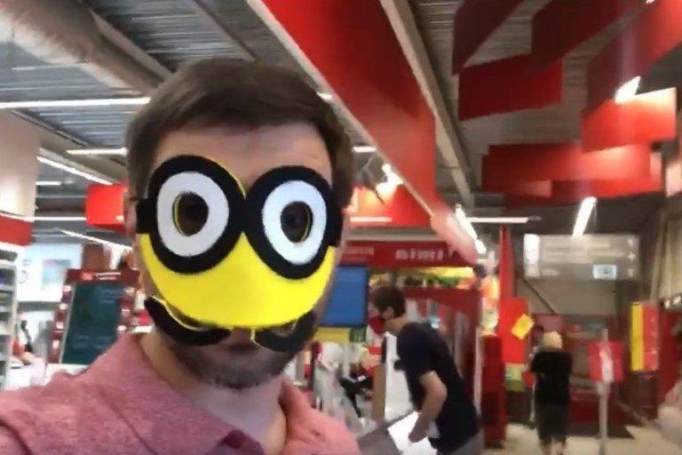 """Parduotuvėje vyras pasirodė su karnavaline kauke (nuotr. asmeninio albumo (""""Facebook"""")"""