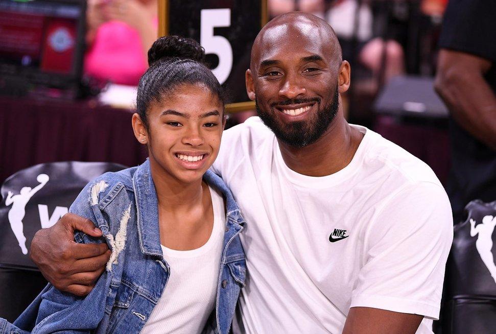 Kobe Bryantas su dukra Gianna žuvo sudužus sraigtasparniui