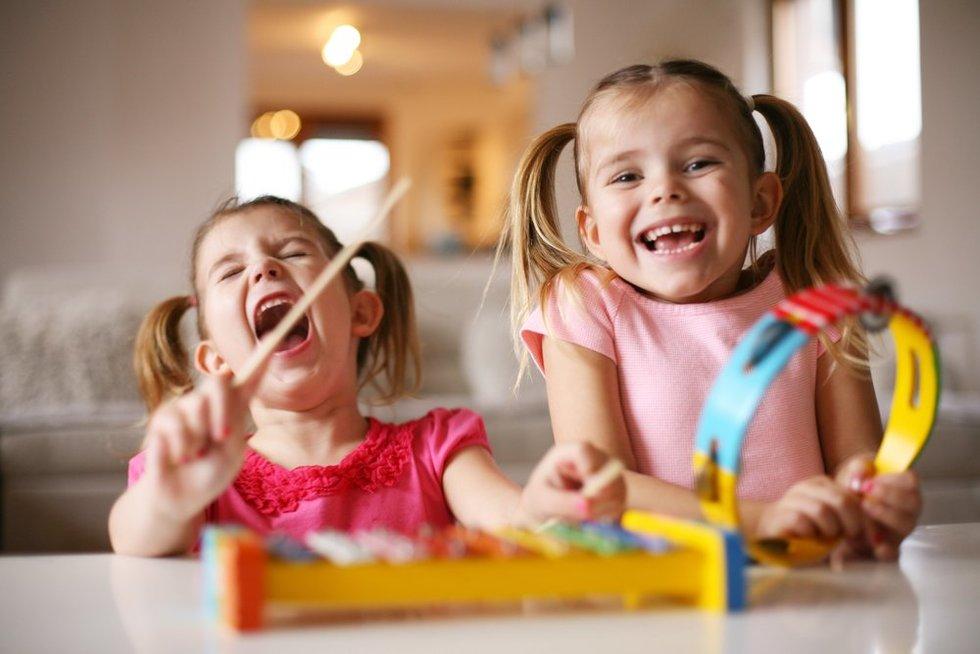 Vaikai namuose