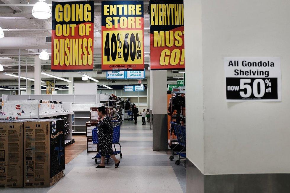 """JAV žlugo prekybos gigantė: """"suvalgė"""" milžiniškos skolos ir """"Amazon"""" (nuotr. SCANPIX)"""