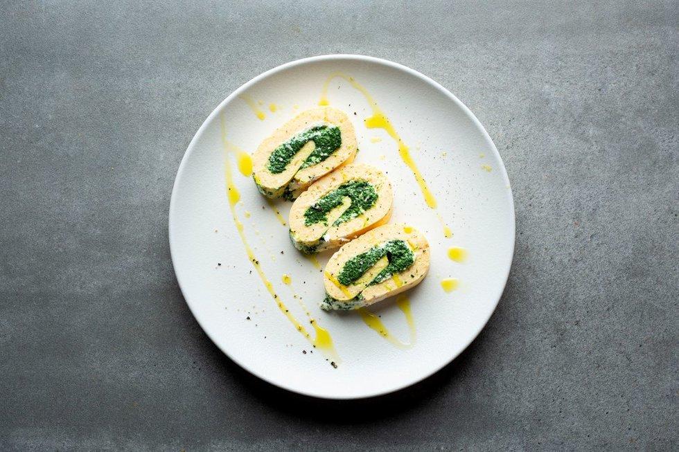 Omleto vyniotinis su špinatais ir rikotos sūriu