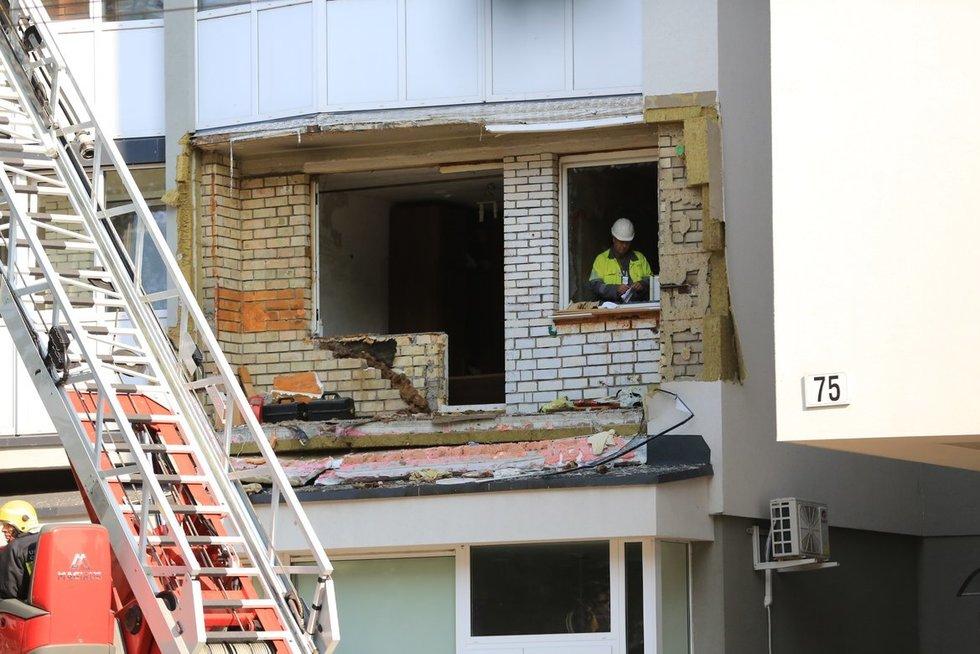 Sostinės daugiabutyje – sprogimas: pranešama apie 1 sužeistąjį (nuotr. Broniaus Jablonsko)