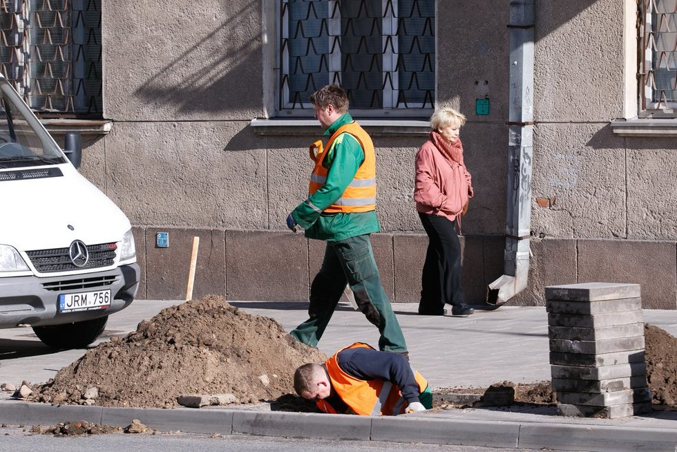 Šaligatvių remontas (nuotr. Tv3.lt/Ruslano Kondratjevo)