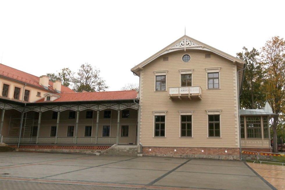 Palangoje duris atveria prieš 18 metų sudegintas Kurhauzas (nuotr. stop kadras)