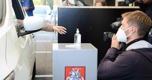 Balsavimas iš automobilių (nuotr. Fotodiena/Justinas Auškelis)
