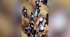 Pamatę, kaip dėl Covid-19 mokykloje vyksta šokiai, žmonės nebežino, ar juoktis, ar verkti (nuotr. stop kadras)