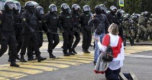 Baltarusijoje tęsiasi žmonių sulaikymai (nuotr. SCANPIX)