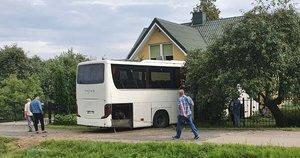 Avarija prie Širvintų: į namą įskriejo autobusas (nuotr. Broniaus Jablonsko)