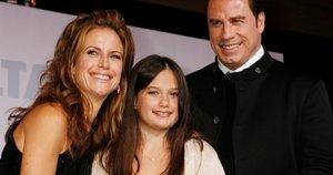 Ella Bleu Travolta su tėvais (nuotr. SCANPIX)