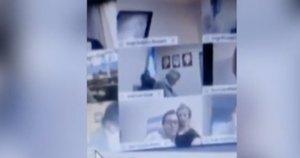 Vaizdo konferencijoje – pikantiškas politiko poelgis: nufilmuota, kaip bučiavo meilužės krūtis (nuotr. stop kadras)