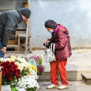 Kaip niekada nuostolingi metai prekeiviams prie kapinių: pelnas krito trigubai