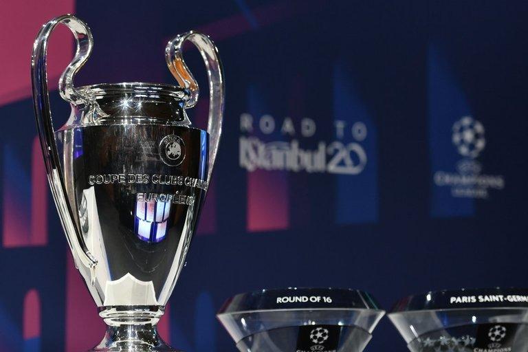 UEFA trofėjus. (nuotr. SCANPIX)