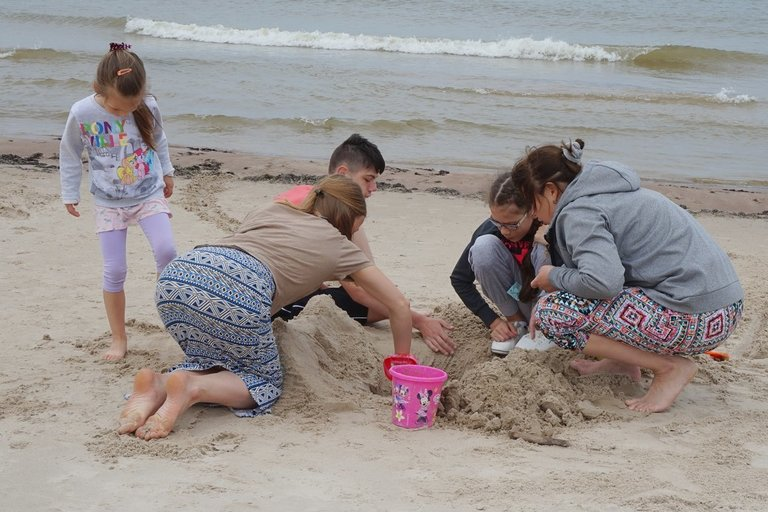 Lietuvos neįgaliųjų draugijos kasmet rengiamoje stovykloje kai kurie vaikai pirmą kartą pamato jūrą.  LND archyvo nuotr.